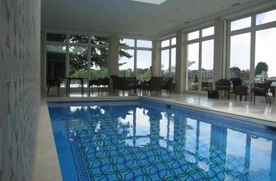 P815 Thames Lawn Swimming Pool